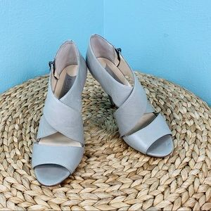 Boutique 9 size 7.5 Thomsina Gray Leather Heels